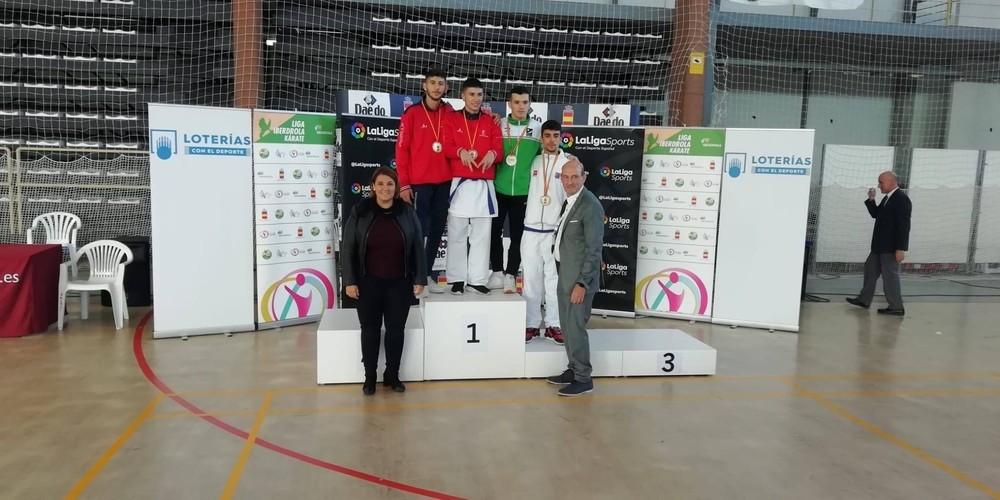 Jonathan Camacho (a la izquierda) fue segundo en sub 21 menos de 60 kilos.