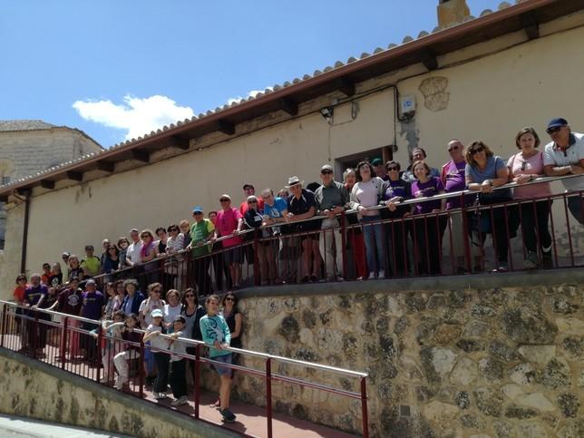 Unas 100 personas participan en una marcha en Mucientes