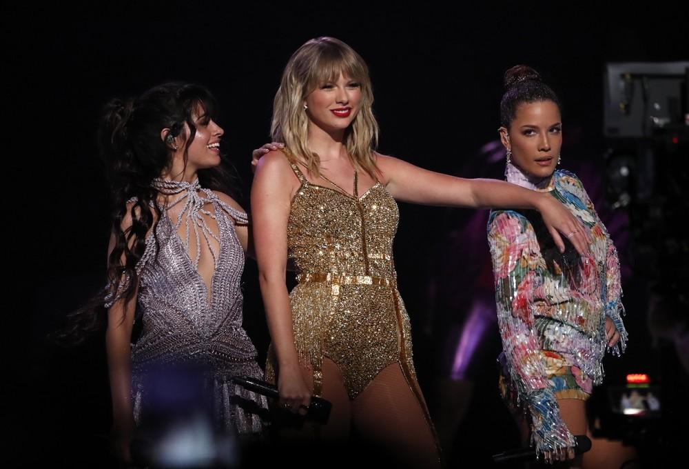 Taylor Swift arrasa en los AMAs