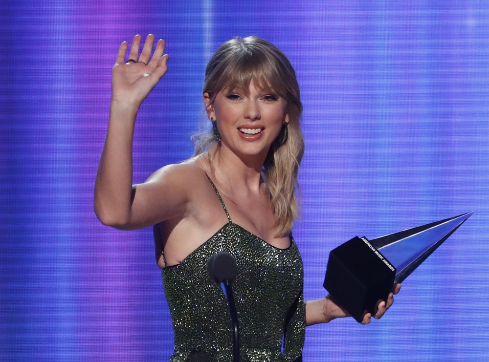 Taylor Swift arrasa en los AMAs