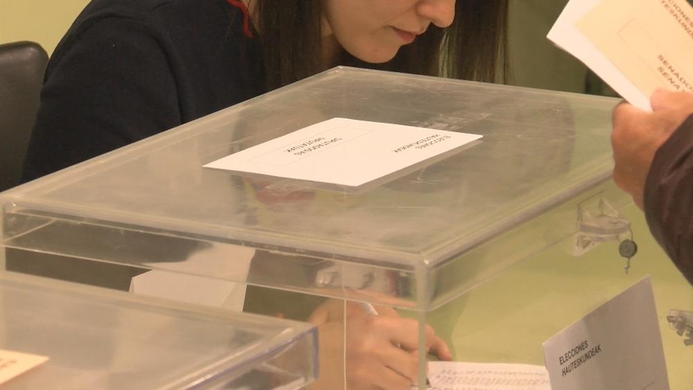 Cierran los colegios electorales: el futuro está decidido