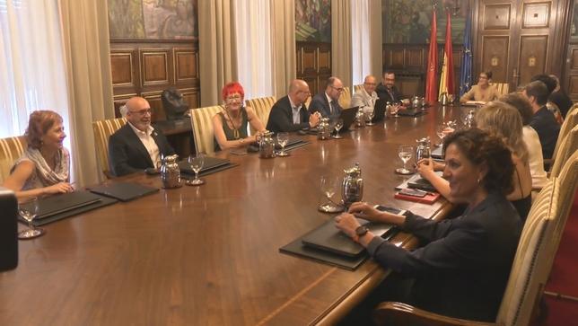 El Gobierno de Navarra echa a rodar con su primera sesión