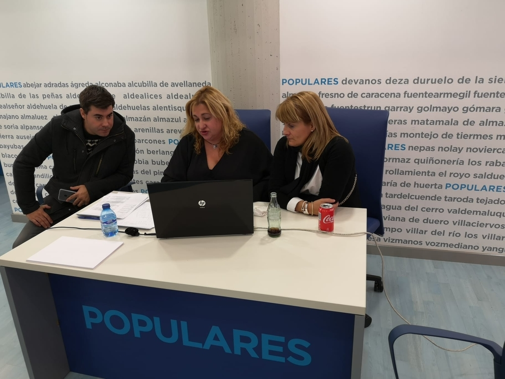 Expectación en la sede del PP en la calle Almazán