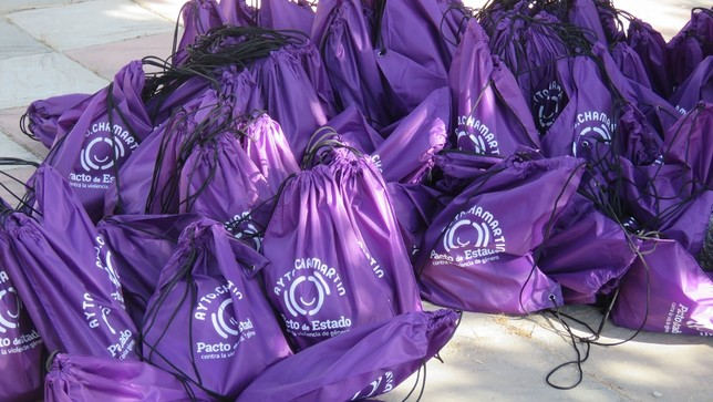 Se repartieron mochilas entre los asistentes