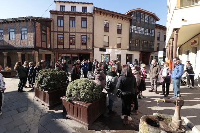 2.044 firmas exigen un pediatra para Aguilar
