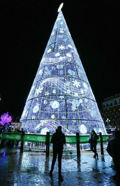 Valladolid ya luce su encendido navideño