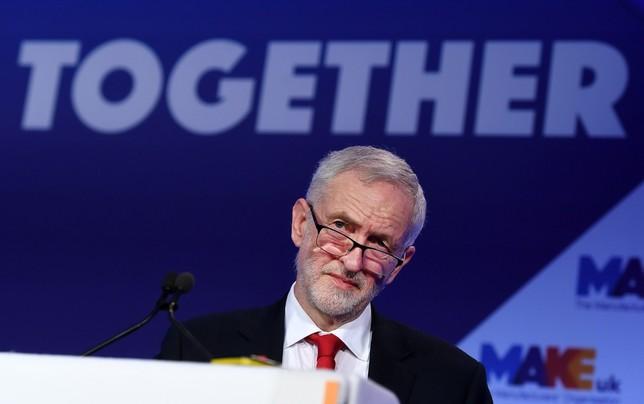 Ocho diputados laboristas dan la espalda a Corbyn ANDY RAIN