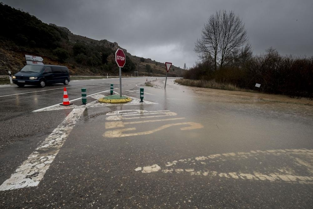 Cortan la N-623 y la carretera de Puente Arenas a Quisicedo