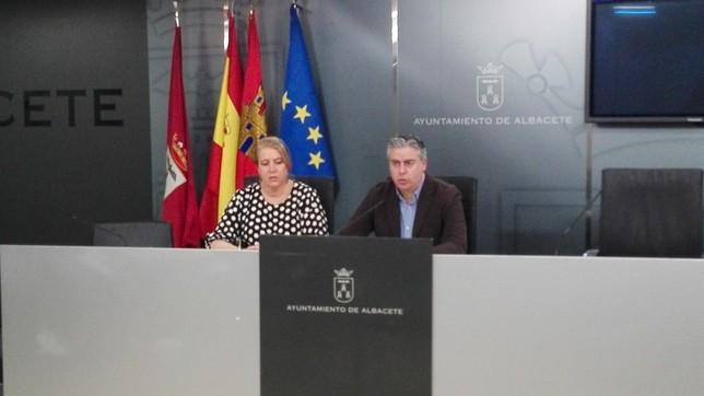 Llanos Navarro y Julián Garijo, concejales del Equipo de Gobierno.