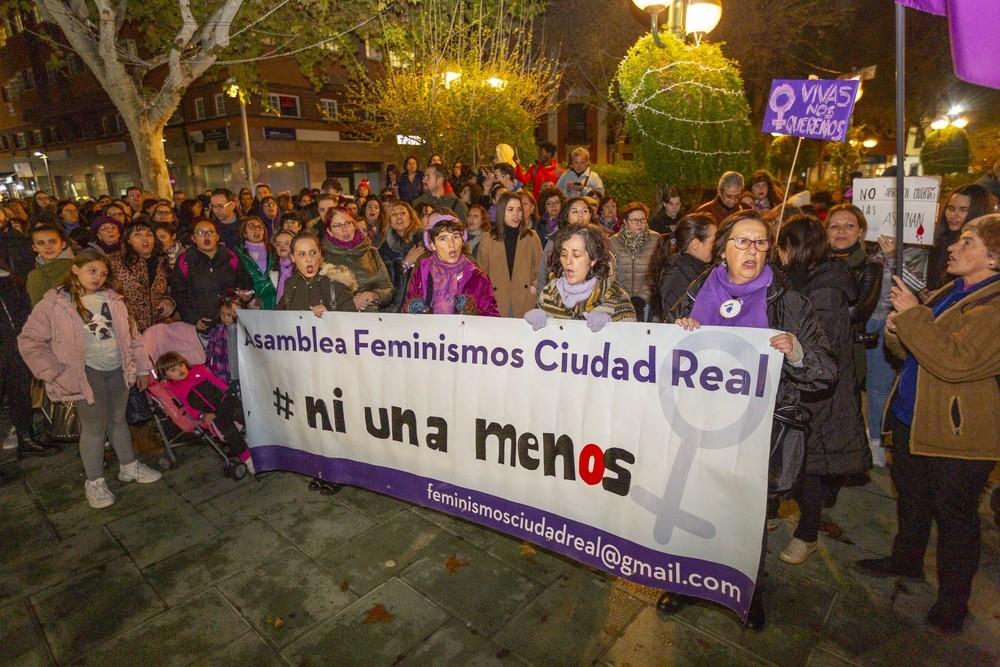 Una marcha con mil voces violetas