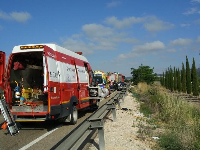 Tres heridos en la colisión de dos turismos en Quintanilla