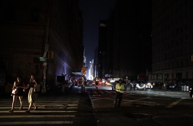 Un apagón deja a oscuras a Manhattan