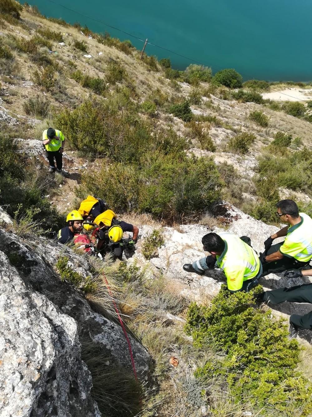 Fallece una mujer al caer un vehículo al embalse de Alarcón