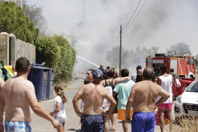Desalojan el Playa Park por un incendio en las inmediaciones