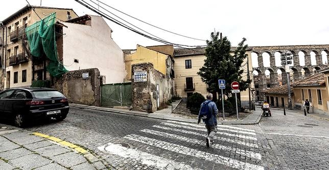 Entre Ochoa Ondategui y San Alfonso Rodríguez proliferan las medianeras impactantes provocadas por solares en ruinas.  Rosa Blanco