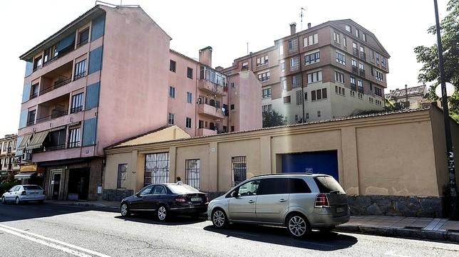 La medianera de Vía Roma, 4 se prevé mejorar con la construcción de nuevos bloques en el número 2. Rosa Blanco