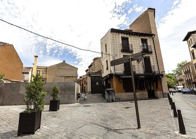 El Peahis elevará la edificabilidad de los solares de la plaza de la Rubia y prevé tapar así sus medianeras. Rosa Blanco