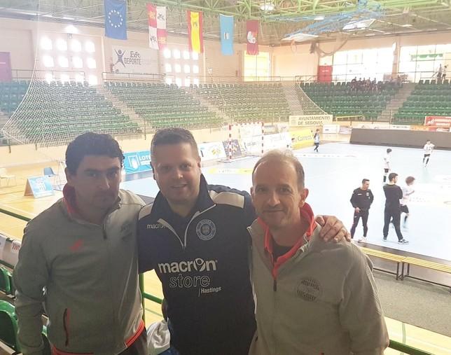 Daniel Ibañes (izqda.) y Agustín Pérez, (derecha) junto a Graham Knight