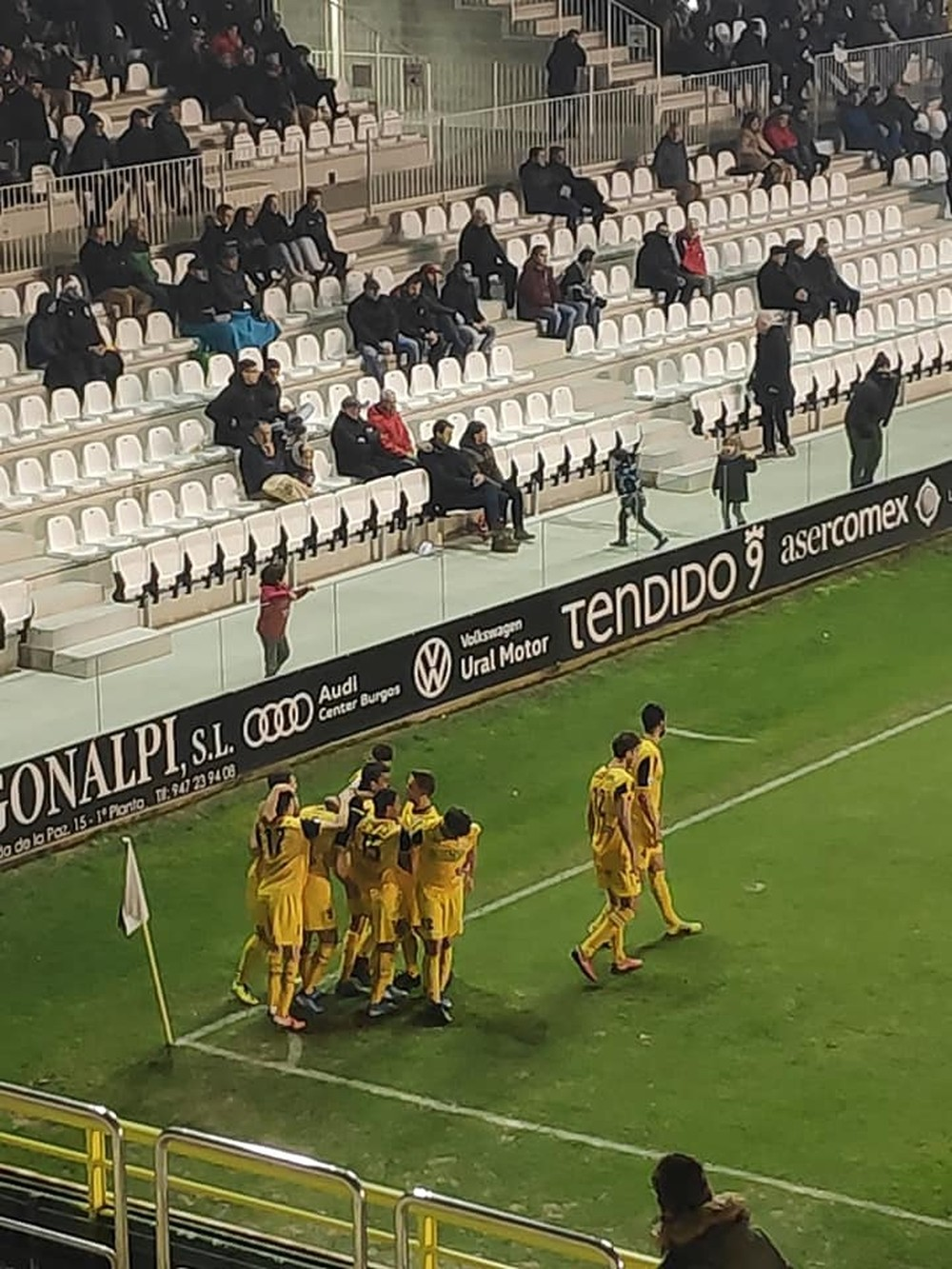 Un penalti muy discutido priva al Izarra de vencer en Burgos