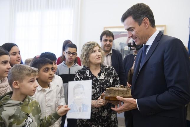 Sánchez recibe en Moncloa a un grupo de alumnos de Marcilla