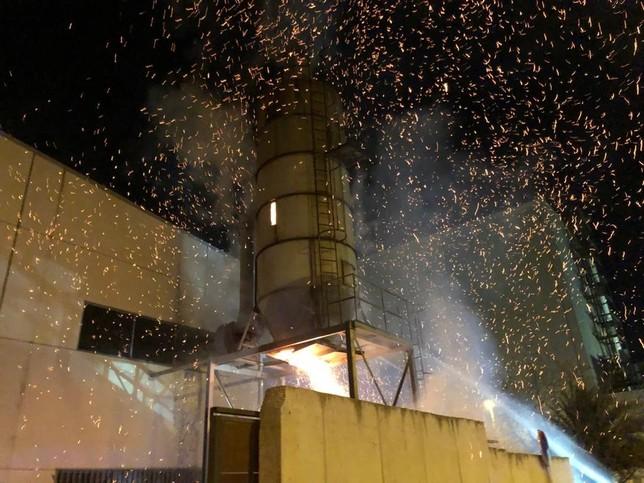 Se incendia un silo de serrín en el polígono de Arguedas Bomberos de Navarra