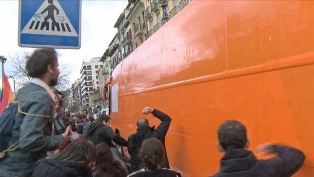 El autobús de 'Hazte Oir' será denunciado si pisa Navarra