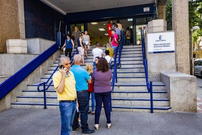La mitad de opositores de Primaria pasa la primera prueba