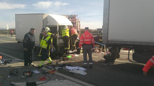Herido tras chocar contra un camión en Caparroso