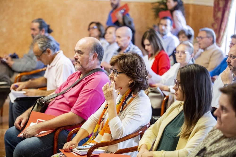 Cáritas aborda la vulneración de derechos a los temporeros