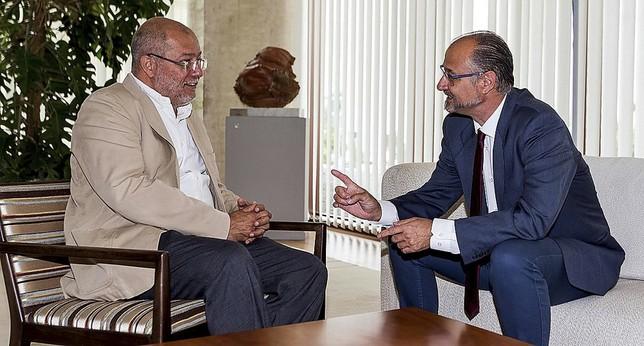 El candidato de Ciudadanos y futuro vicepresidente de la Junta,Francisco Igea, en su reunión con Luis Fuentes