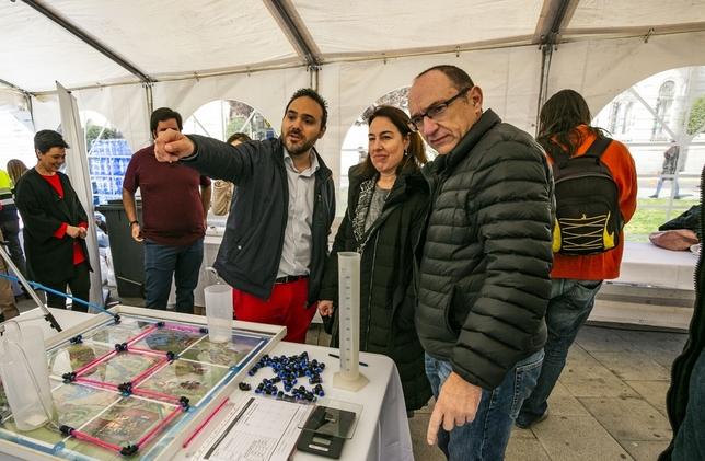 Pilar Zamora, asiste al acto del dÁa del agua y a las actividades de AQUONA celebradas en la Plaza de la Constitución Fotos Rueda Villaverde