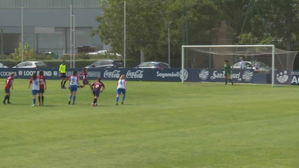 Iara se dispone a lanzar el penalti del 4-0 definitivo