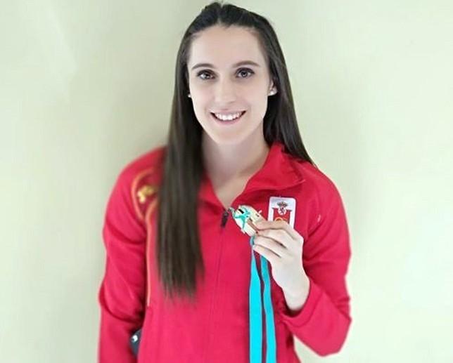 Paula Sevilla, con su medalla de plata. LT