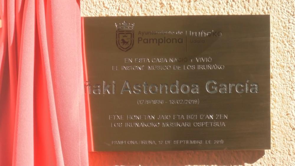 Una placa en su casa natal recuerda al Iruña'ko Astondoa