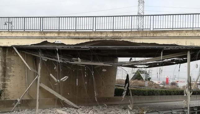 Prevén que el puente de acceso a Tudela se reabra en abril Estado del puente tras el accidente