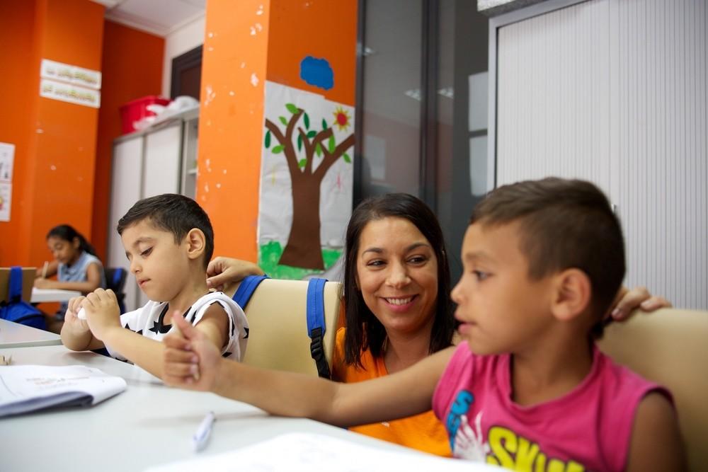 La Caixa da material escolar a niños en situación vulnerable