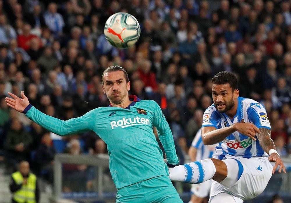 Benzema salva un punto en el último segundo