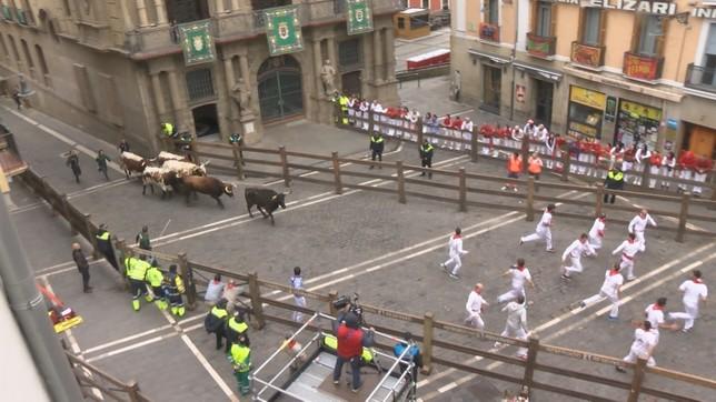 Pamplona revive los encierros en pleno marzo
