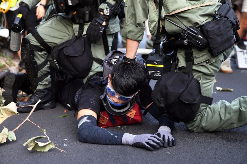 Los manifestantes toman un centro comercial en Hong Kong