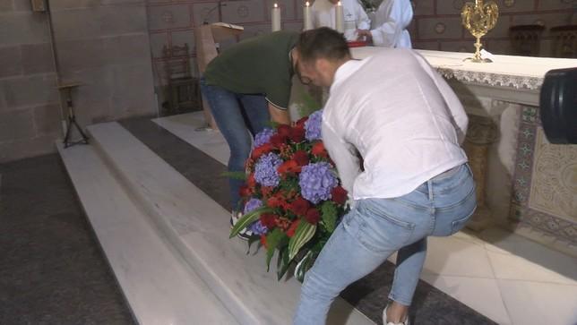 Osasuna hace su tradicional ofrenda floral a Javier