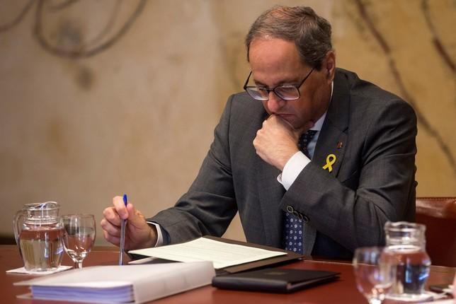 La Fiscalía se querella contra Torra por no quitar los lazos Quique Garcia