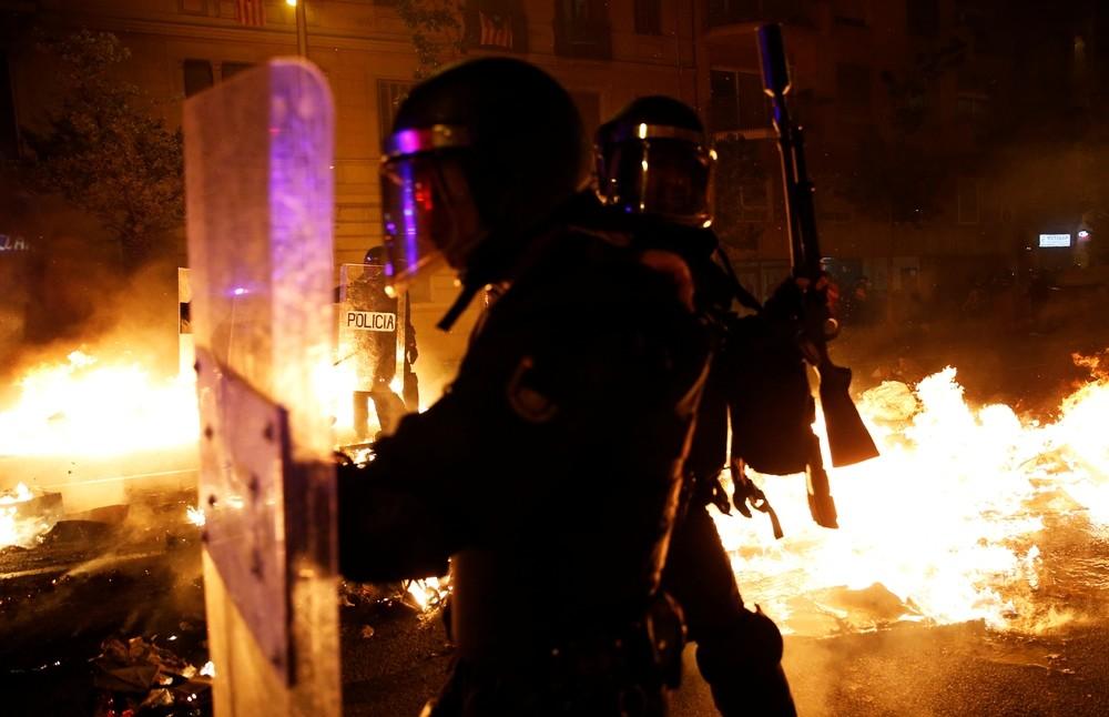 33 detenidos y 46 agentes heridos en las últimos revueltas