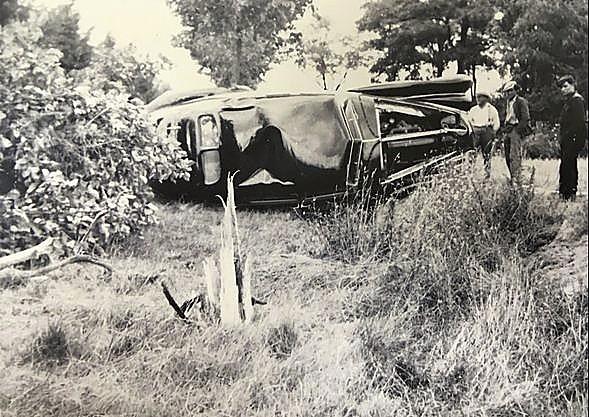 Imagen del coche volcado en su segundo siniestro.