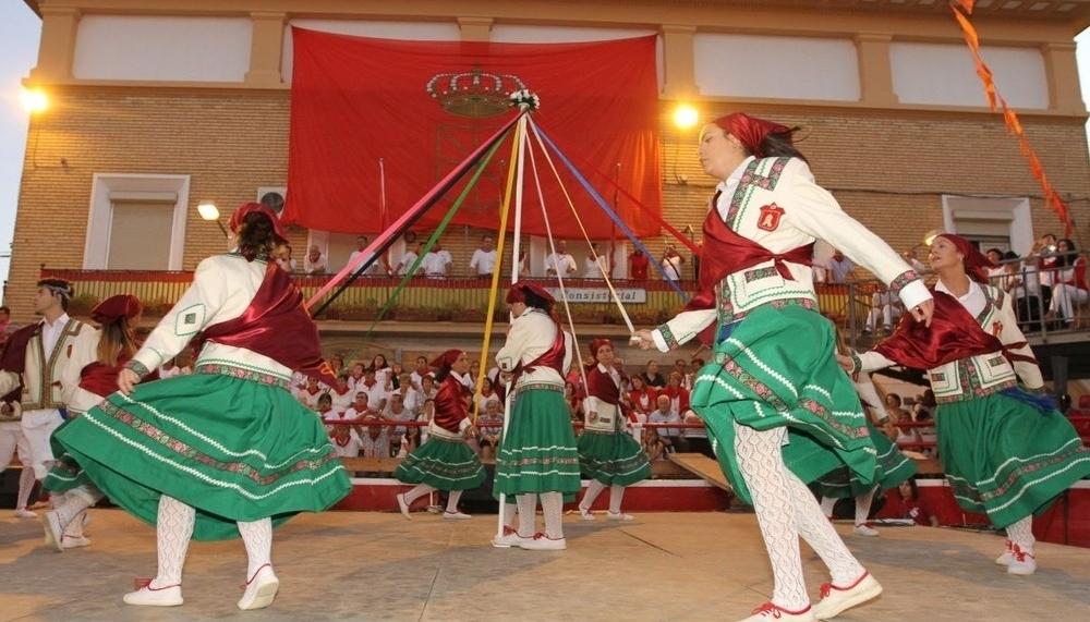 Más que un baile: Cortes celebra su tradicional Paloteado