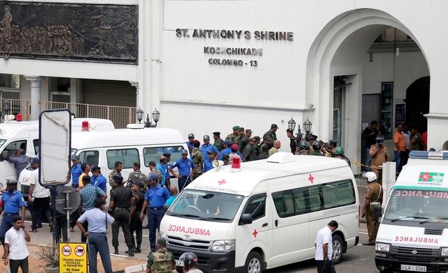 Al menos 138 muertos y 400 heridos en atentados en Sri Lanka DINUKA LIYANAWATTE