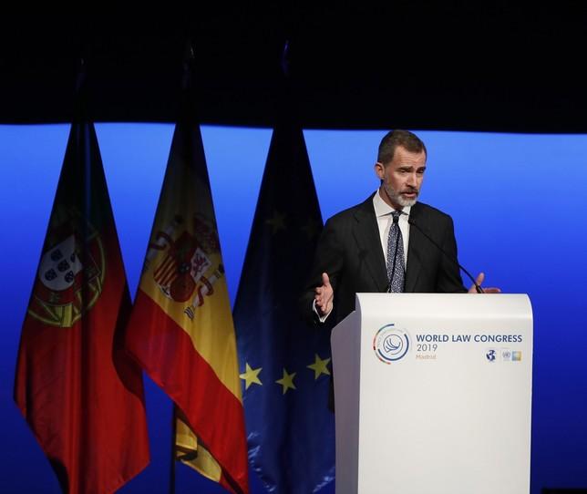 El Rey ve inadmisible apelar a la democracia fuera de la ley Javier Lizón
