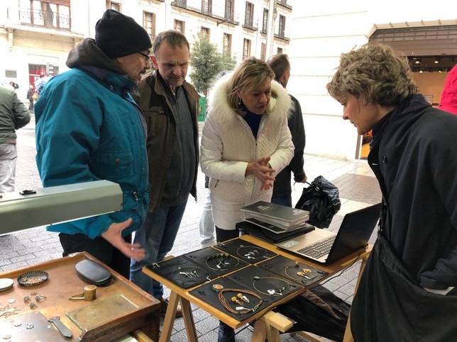Las candidatas del PP apoyan al sector artesano local