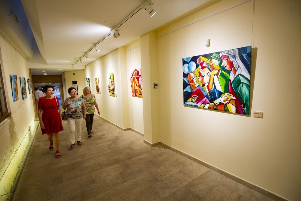 Eusebio Loro explota en color con 'Cubismo en Ciudad Real'
