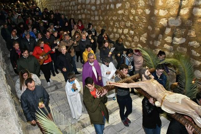 El Vía Crucis de los Jóvenes recorre el barrio de San Roque