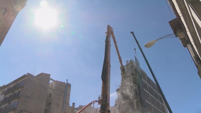 Adiós al mítico edificio de los cines Carlos III de Pamplona